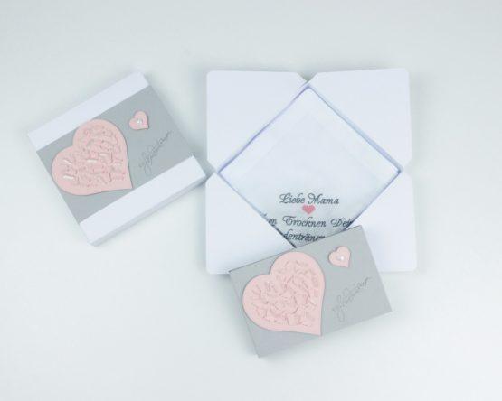 Passende Geschenkverpackung für besticktes Taschentuch zur Hochzeit