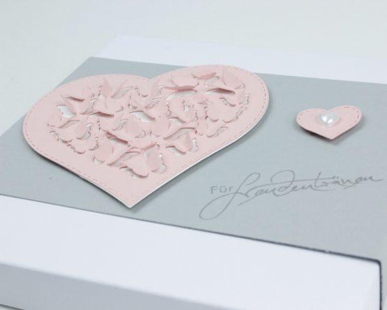 Geschenkverpackung passend für besticktes Taschentuch zur Hochzeit