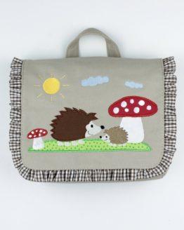 Kindergartentasche mit Motiv Igel und Fliegenpilz in der Farbe Sand