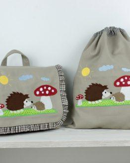 Set, bestehend aus Kindergartentasche und passendem Turnbeutel mit Motiv Igel und Fliegenpilz in der Farbe Sand