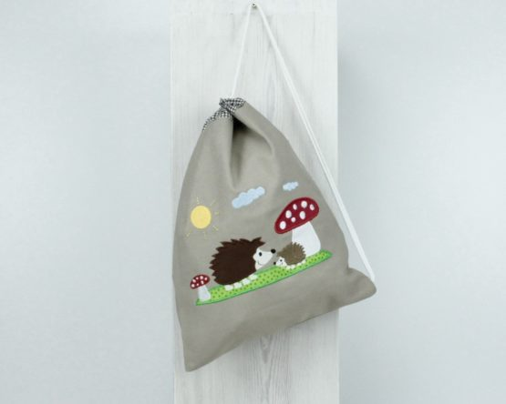 Turnbeutel bzw. Wäschebeutel mit Motiv Igel und Fliegenpilz, Farbe Sand